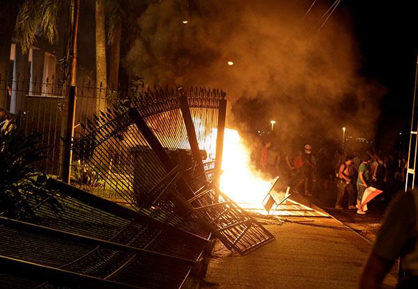 Paraguay-Congress-fire-R-600