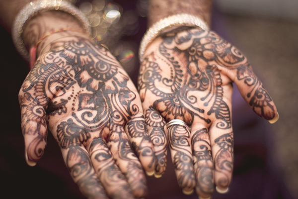 henna India celebrate hands-600