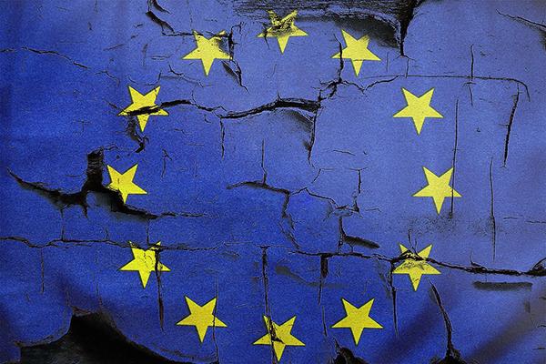 EU flag cracks-600