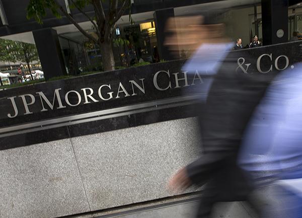 JPMorgan-rushing-R-600