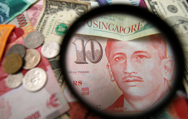 Singapore-dollar-magnifying-R-600