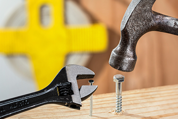 confused-hammer-spanner-600