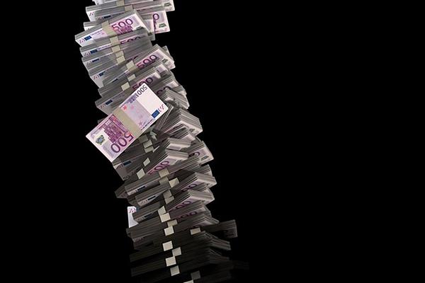 euros topple-600