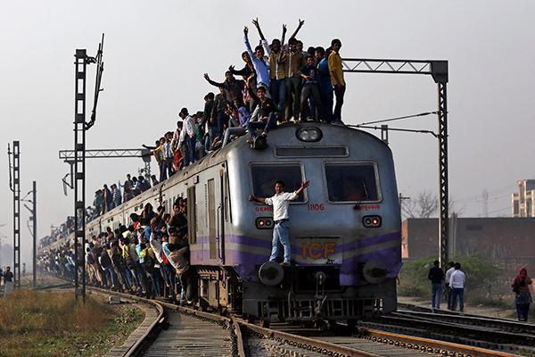 India-train-crowds-R-600