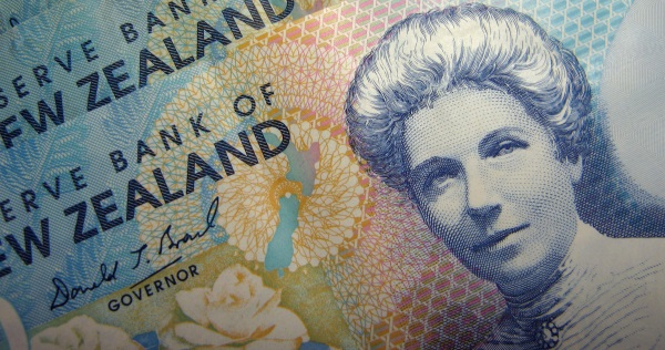 New Zealand dollar-R-envelope