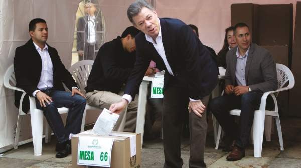 Juan Manuel Santos envelope