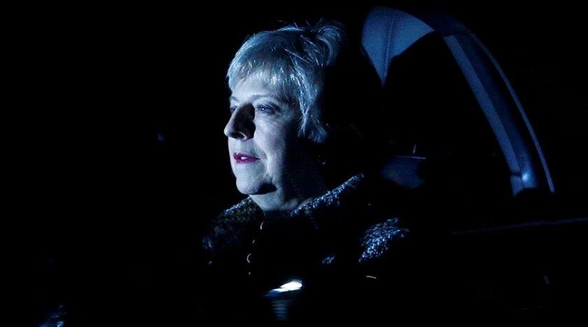 Theresa-May-blue-car-R-780.jpg