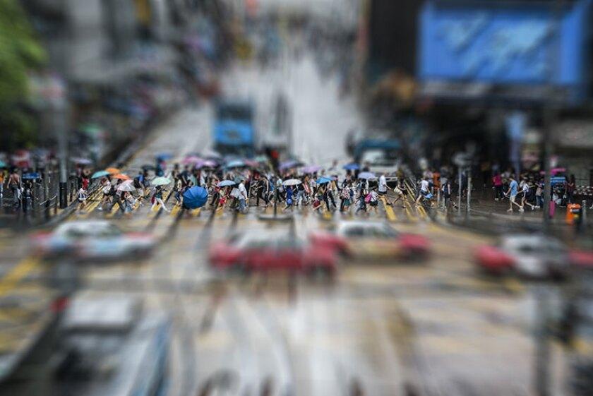 Hong-Kong-crossing-crowd-780.jpg