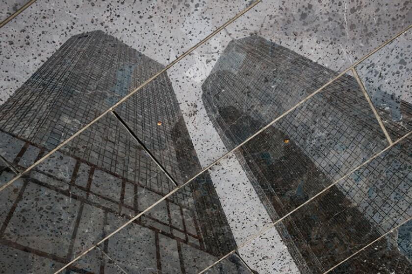 Deutsche-Bank-HQ-relection-pavement-R-780.jpg