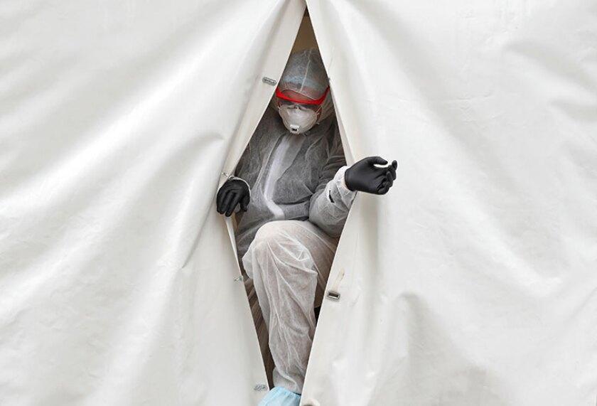 Coronavirus-tent-opening-R-780.jpg