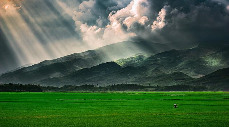 Vietnam-good-bad-weather-field-storm-sun-960.jpg
