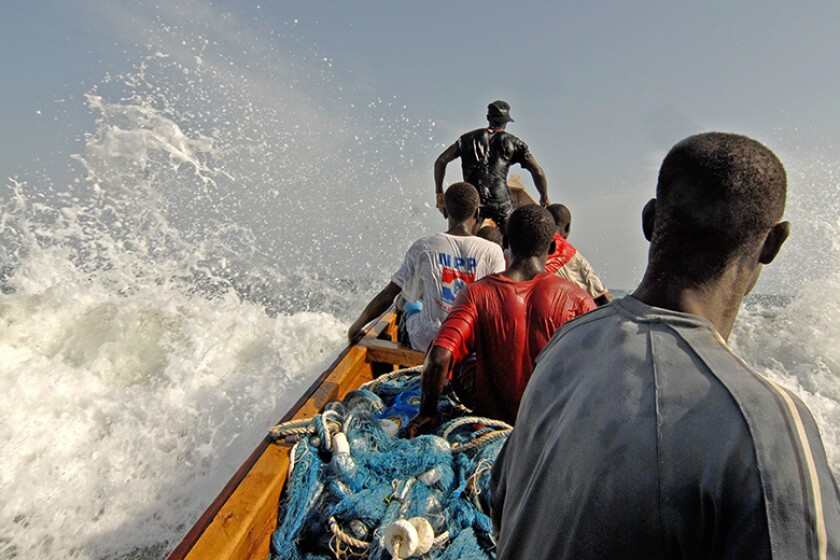 ghana-fishermen-riding-waves-780.jpg