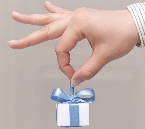 Greek present iStock-envelope