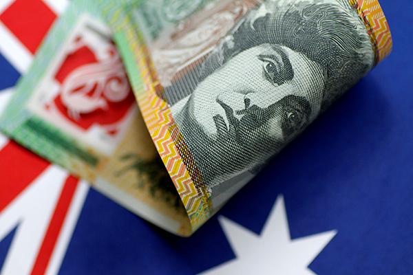 Australian-dollar-R-600