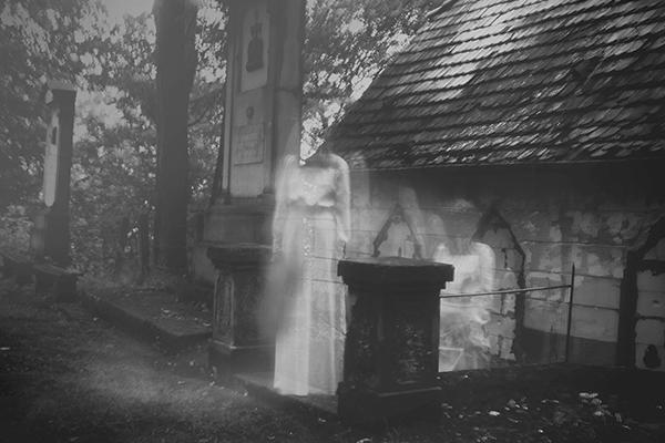 ghost-graveyard-600