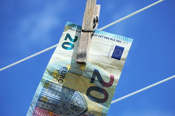 euro money laundering-600